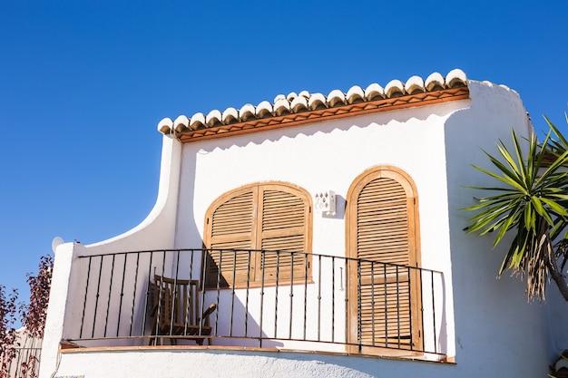 Architectuur en exterieur concept. mediterrane balkons