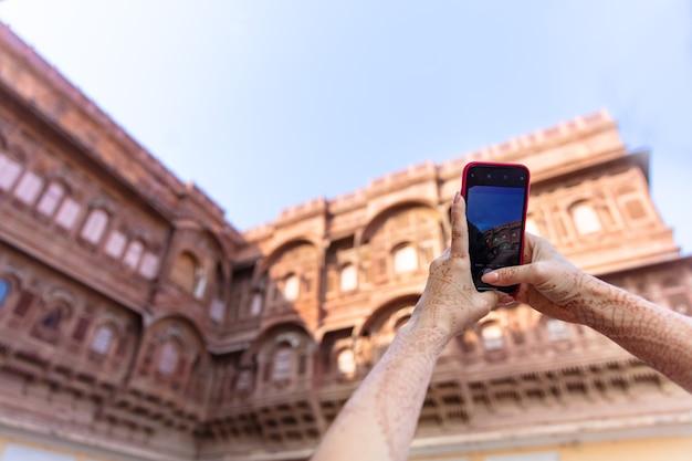 Architectuur in oosterse stijl huizen zandornament gebouwen indische reisfoto's