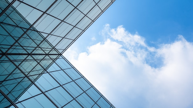 Architectuur van geometrie bij glazen raam.