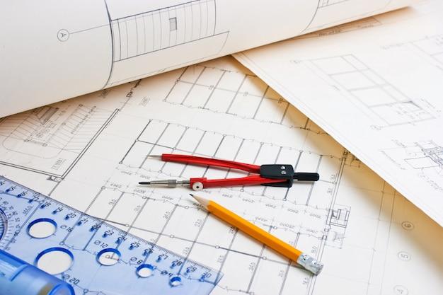 Architectuurtekening met een liniaal en een kompas