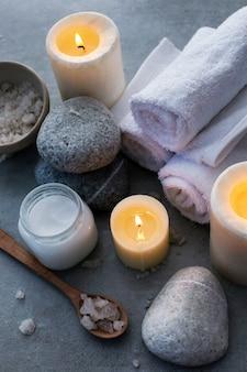 Aromatherapie behandeling met kaarsen