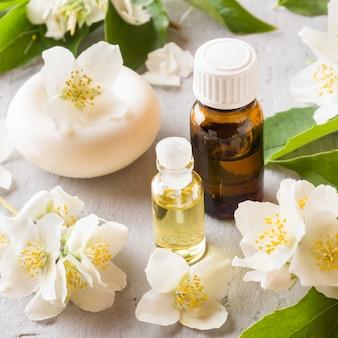 Aromatherapie met jasmijnolie en zeep