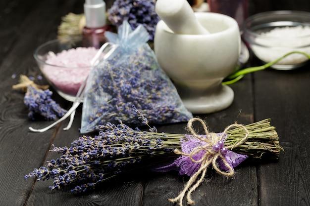 Aromatische samenstelling van lavendel, kruiden, cosmetica en zout