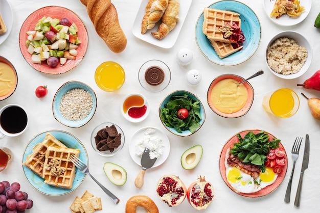 Arrangement met heerlijk eten boven uitzicht