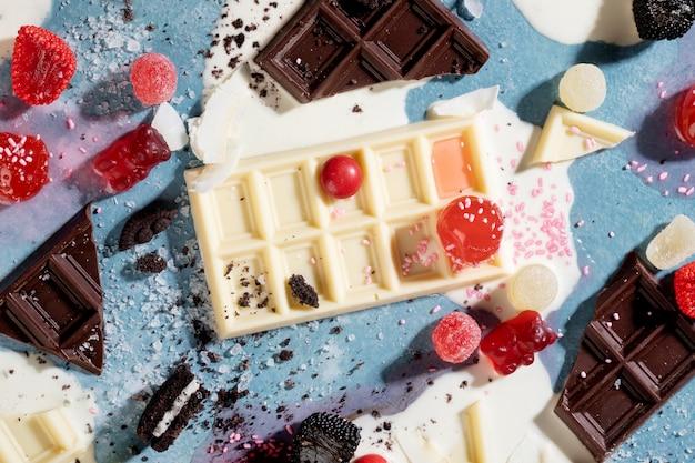 Arrangement van heerlijke ongezonde snacks