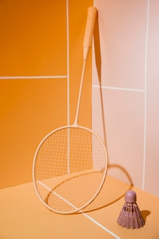 Arrangement voor badmintonshuttle en racket