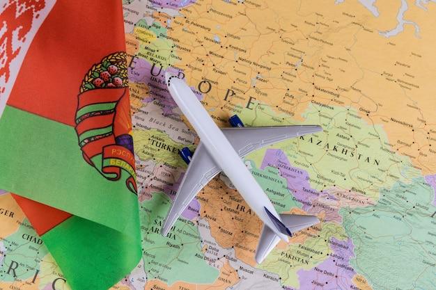 Arrestatie journalist na landing vliegtuig van toeristische internationale passagier