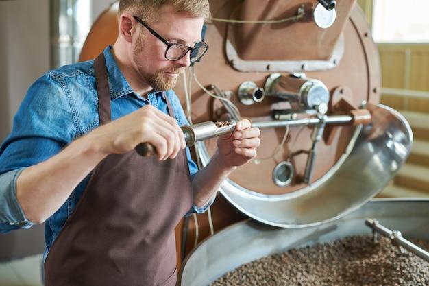 Artisan roasting coffee