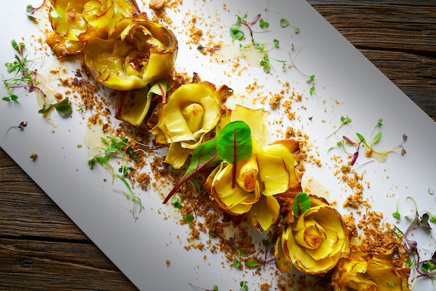 Artisjokrozen met truffel en vinaigrette