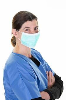 Arts die chirurgische kleren draagt