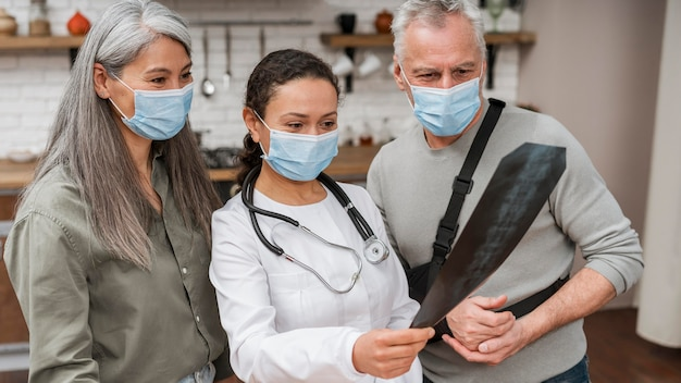 Arts die herstelplan voorstelt