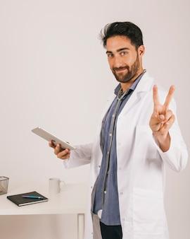 Arts met ipad met twee vingers
