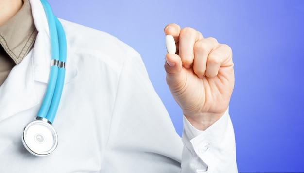 Arts met pillen