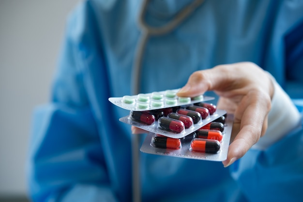 Arts u medicijnen geeft