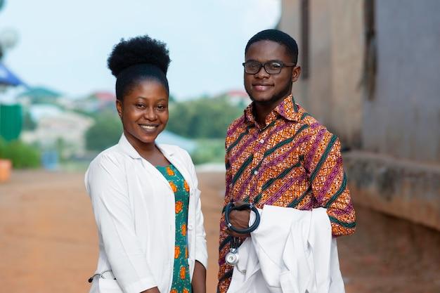 Artsen voor humanitaire hulp in afrika samen