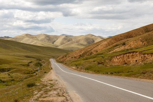 Asfaltweg in mongolië