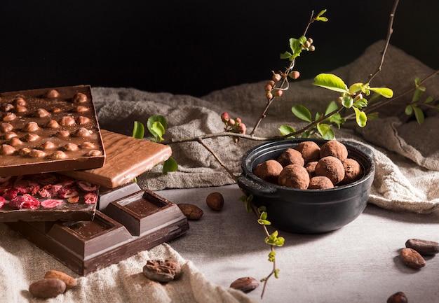 Assortiment chocoladerepen met hoge hoek