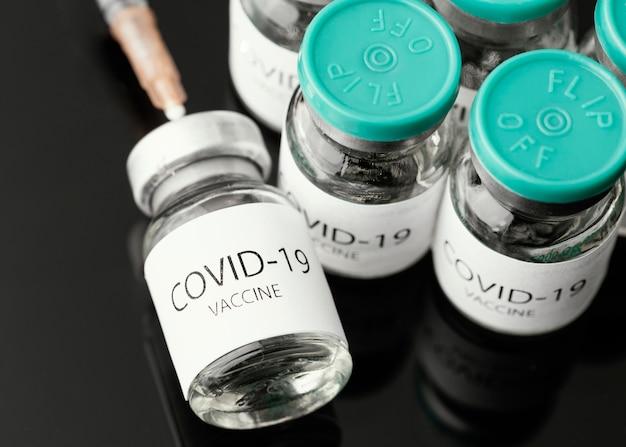 Assortiment coronavirus-vaccinflessen