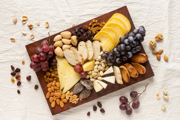 Assortiment gastronomische snacks op een tafel