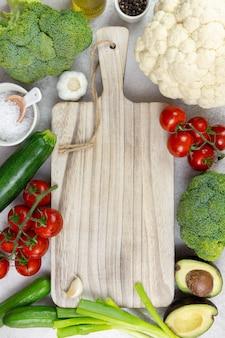 Assortiment gezonde biologische groenten voor uitgebalanceerd eten, veganistisch, vegetarisch, heel voedsel, plantaardig