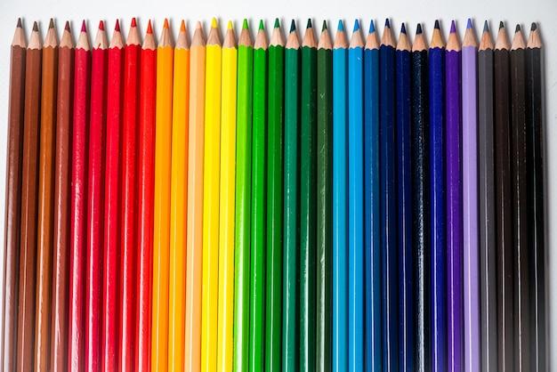 Assortiment kleurpotloden.gekleurde tekenpotloden.gekleurde tekenpotloden in een verscheidenheid aan kleuren