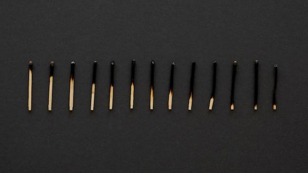 Assortiment lucifers die een grafiek vertegenwoordigen