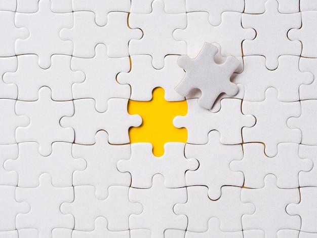 Assortiment puzzelstukjes voor individualiteitsconcept