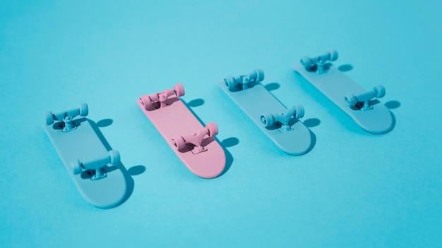 Assortiment skateboards met hoge hoek