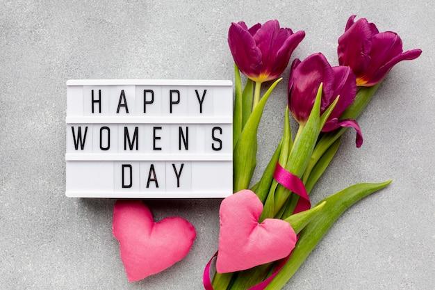 Assortiment van 8 maart met vrolijke vrouwendag belettering