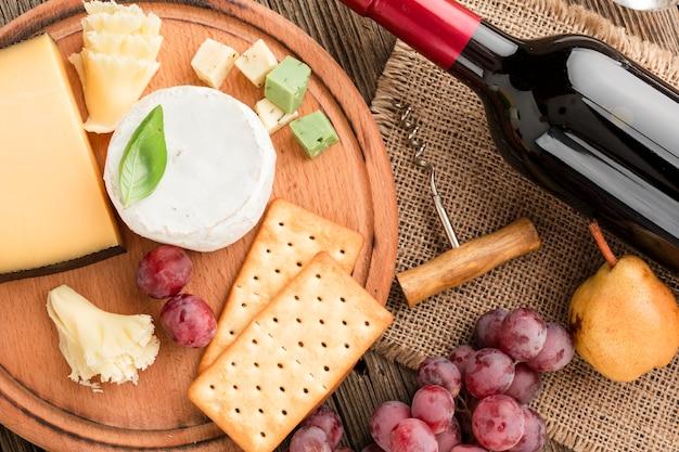 Assortiment van de close-up het gastronomische kaas met wijn