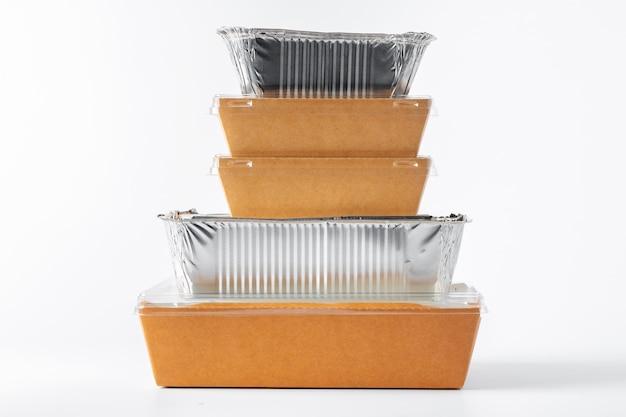 Assortiment van de containers van de voedsellevering op wit
