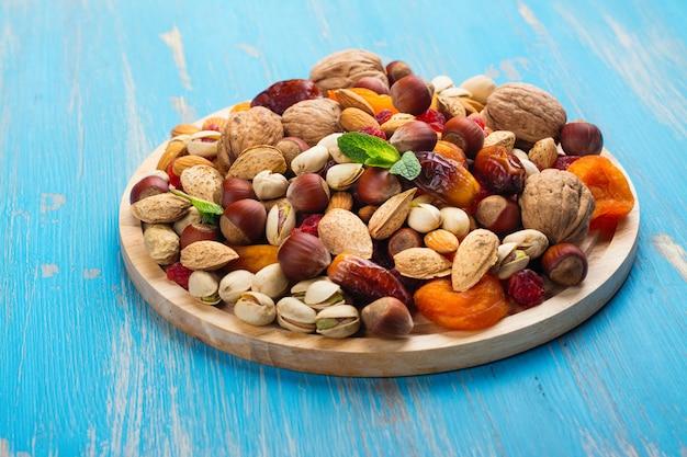 Assortiment van droge vruchten en noten