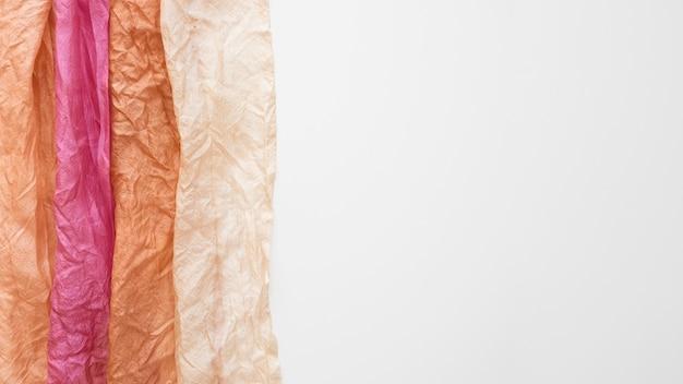 Assortiment van gepigmenteerde doeken met kopie ruimte