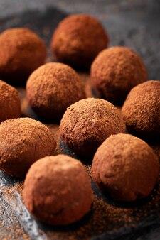Assortiment van heerlijke chocolade zoetigheden close-up