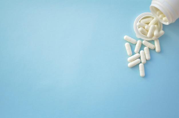 Assortiment van medicinale farmaceutische producten, tabletten, pillen, capsules.