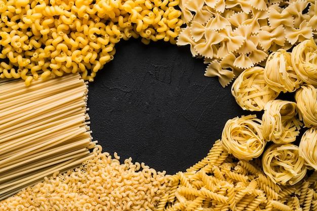 Assortiment van rauwe pasta