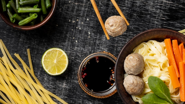 Assortiment van traditionele indonesische bakso