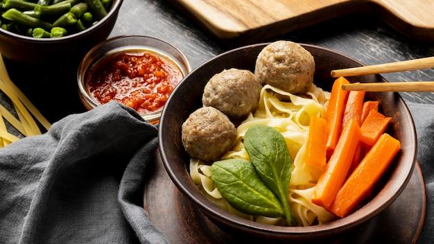 Assortiment van traditionele indonesische bakso