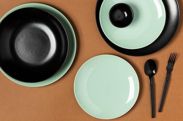 Assortiment van verschillende gekleurde borden