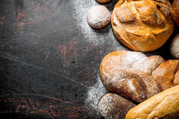 Assortiment van verschillende soorten brood.