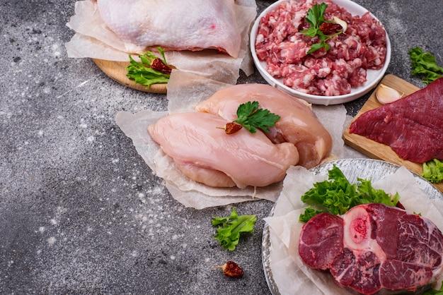 Assortiment van verschillende soorten rauw vlees