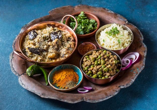 Assortiment van verschillende voedingsmiddelen uit pakistan