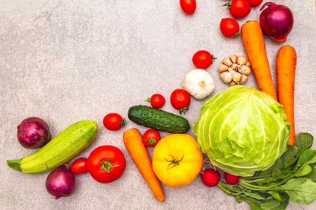 Assortiment van verse biologische groenten