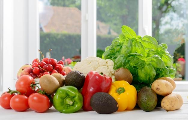 Assortiment van verse groenten en fruit