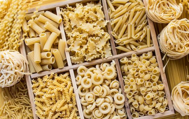 Assortiment van verse italiaanse pasta