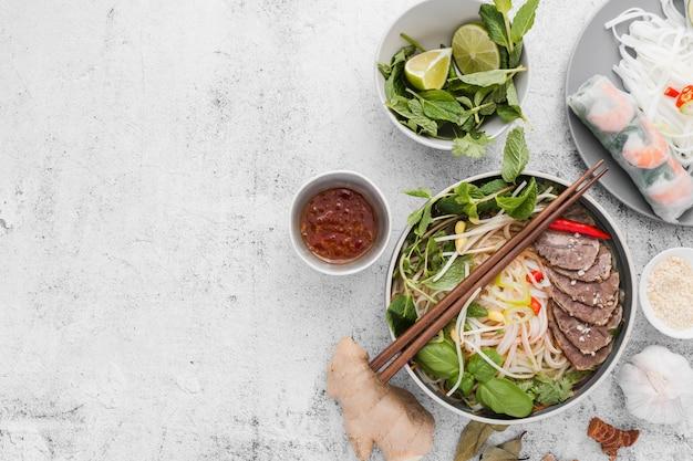 Assortiment van vietnamees eten