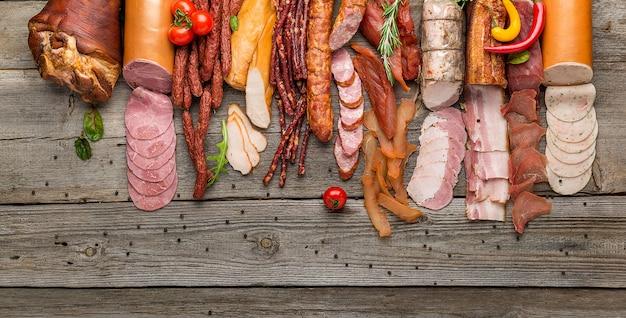 Assortiment van vleeswaren, diverse verwerkte vleeswarenproducten
