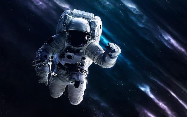 Astronaut. deep space-afbeelding, sciencefictionfantasie in hoge resolutie, ideaal voor behang en print. elementen van deze afbeelding geleverd door nasa