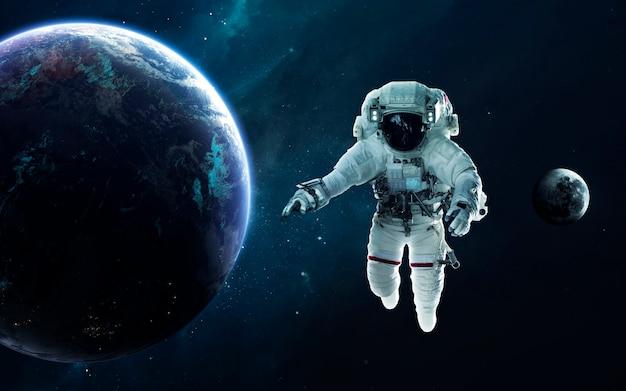 Astronaut en planeet aarde. science fiction behang. elementen van deze afbeelding geleverd door nasa