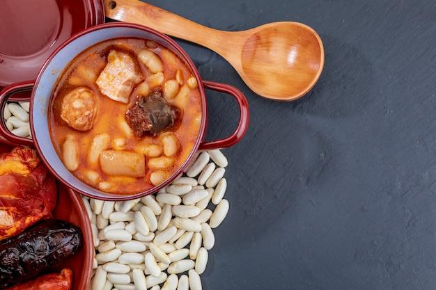 Asturische fabada, typisch gerecht van asturië (spanje).